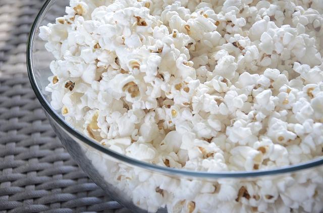 popcorn v misce
