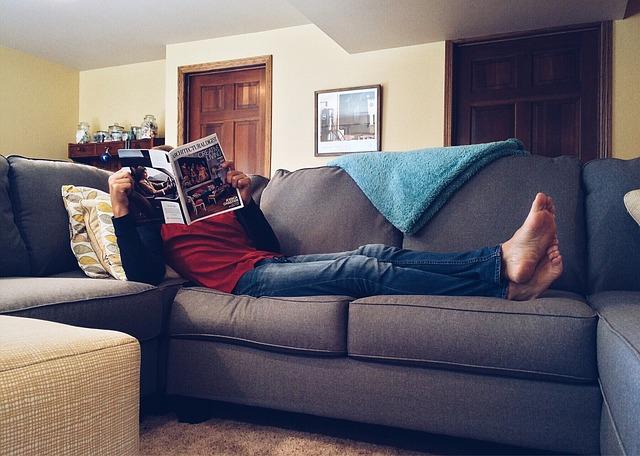 deka na gauči